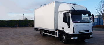 7.5 Tonne Sleeper tail lift Truck